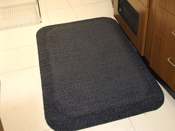"Hog Heaven Plush 2 Floormat.com This mat is anti-static with a 100% solution dyed nylon top surface that will not fade and is slip-resistant. It comes in two sizes: 5/8"" and 7/8"". Ideal uses include concierge desk, bellman stand, copier station, registration desk and shipping desk. <ul> <li>Closed-cell Nitrile rubber cushion backing provides long-lasting comfort without breaking down</li> <li>Beveled edges and curved corners create a safer transition from mat to floor</li> <li>Designed for maximum worker comfort and striking appearance</li> </ul>"