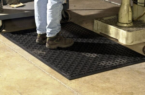 comfort scrape 3 Floormat.com Comfort Scrape has a non-draining surface, yet is light weight and flexible for easy handling and cleaning. This mat is welding safe as well as being static dissipative. It is grease and oil proof and chemical resistant. It is recommended for kitchen and industrial applications. <ul> <li>High density closed cell Nitrile rubber cushion has 15% recycled content</li> <li>Comfort Scrape with Grit, Product (#4300) has an added aggressive silicon carbide anti-slip top surface</li> <li>Beveled edges for safe transition from mat to floor</li> </ul>
