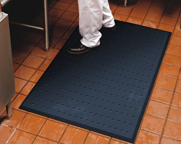 completecomfortkitchen 1 Floormat.com Complete Comfort industrial floor mats are recommended for wet and dry areas such as kitchens or industrial areas. <ul> <li>Ergonomically superior anti-fatigue mat</li> <li>100% closed-cell Nitrile rubber construction with anti-microbial properties</li> <li>Beveled edges for easier floor to mat transition</li> <li>Slip resistant surface is oil/grease proof and chemical resistant</li> <li>Light weight and easy to clean</li> <li>Available with or without holes</li> <li>Recommended for wet and dry areas such as kitchens or industrial areas</li> </ul>