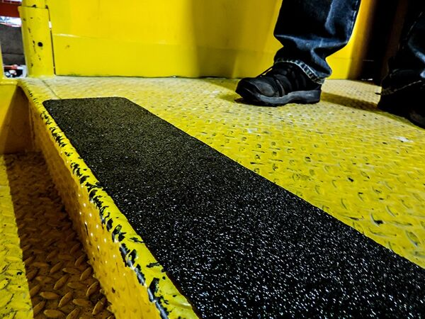 floormat extreme step tread 2 1 Floormat.com Made with a proprietary formula, Floormat.com's Extreme tapes & treads are specifically designed to out-perform standard anti-slip tapes. Multi-climate durable design is ideal for demanding applications where safety is a must. <ul> <li>Offshore marine applications, oil and gas rigs, heavy traffic areas, work areas loading docks, stairways, ramps, walkways, bleachers, and heavy equipment.</li> <li>Extreme Tapes & Treads are Floormat.com's strongest anti-slip products. From offshore construction and marine applications to the the transportation industry, this product is specially designed pressure sensitive adhesive material is capable of preventing slips, trips, and falls in the roughest environments.</li> </ul>
