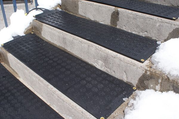 HOTFlake Snow Melting Stair Tread