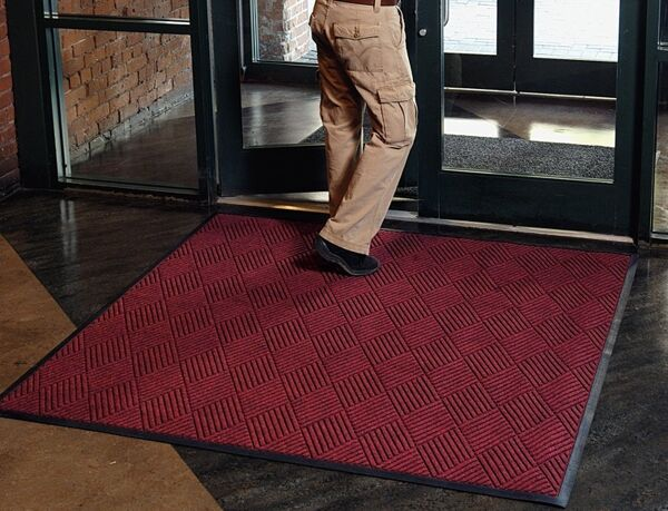 "Waterhog Classic Diamond 3 Floormat.com This indoor/outdoor entrance scraper mat is made of a 24 oz.sq/yd Polypropylene fiber system that dries quickly and won't fade or rot. <ul> <li>3/8"" thick bi-level surface effectively removes dirt and moisture beneath shoe level</li> <li>Rubber reinforced face nubs prevent pile from crushing extending performance life of product</li> <li>Unique ""Water Dam"" and ridged construction effectively holds dirt & moisture between cleaning</li> </ul>"